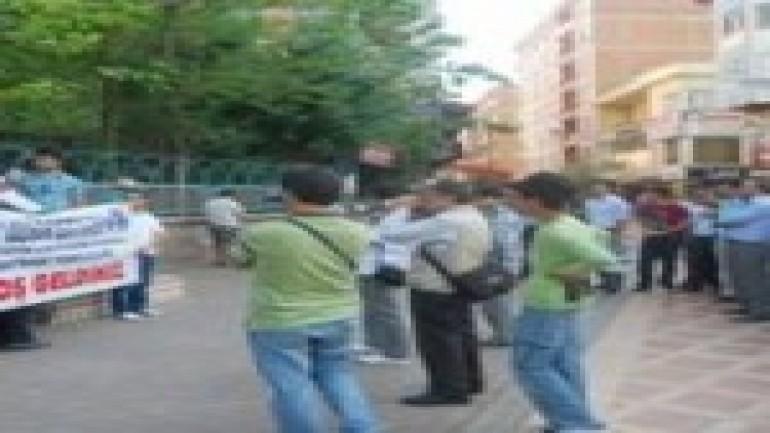 Promosyon Miktarına Tepki Olarak Banka Kartlarını Kırdılar (2012-01-03)