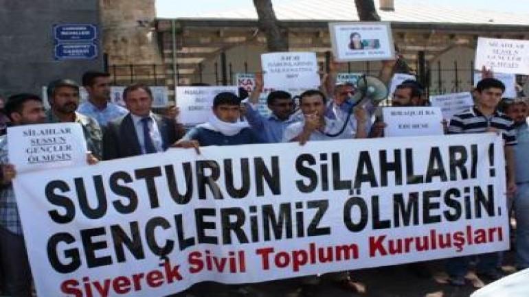 Siverek: Silahlar sussun, gençlerimiz ölmesin! (2012-01-03)