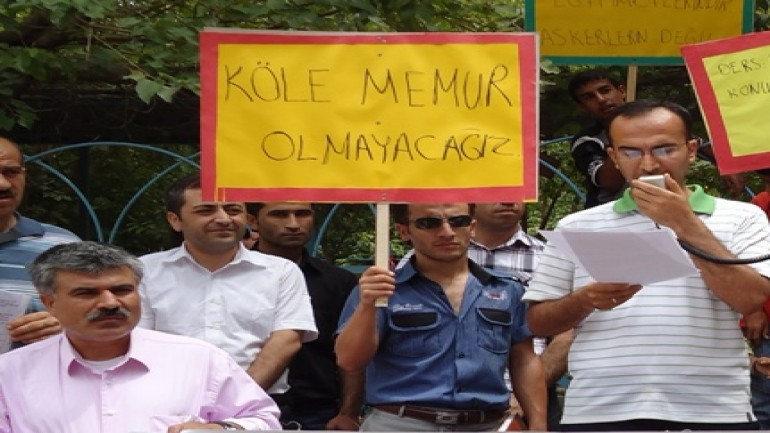 Devlet Memurları Kanunu'ndaki değişikliğe tepki (2012-01-03)